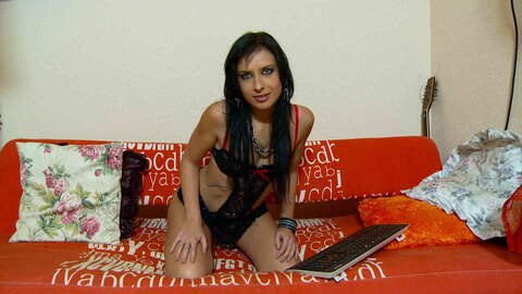 Amel Annoga webcam sofa photo 3