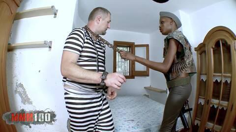 Sexo con una soldada africana photo 2