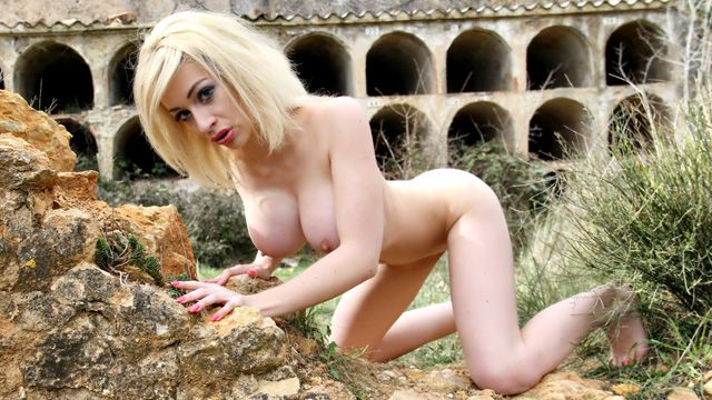 Chessie Kay Photo 4