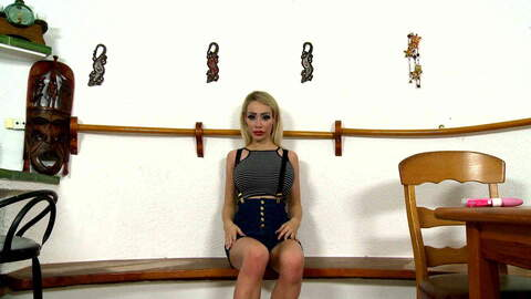 Chessie Kay webcam short photo 1