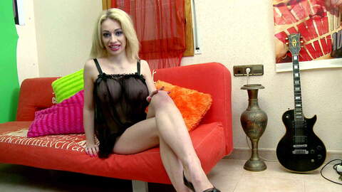 Chessie Kay webcam sofa. photo 1