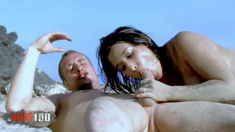 Leo y Dolce follan en la playa photo 4