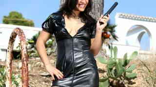 Dolce Elektra desnudandose   photo 1