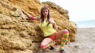Eva Lange posando  en la playa  photo 3