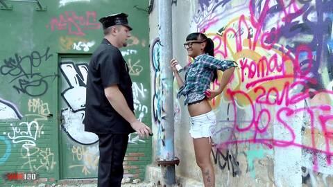 Capturan a jenny pintando y de castigo...photo 1