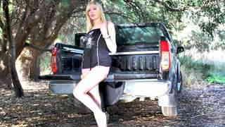 Jessica Jensen enseñando su cuerpo  en...photo 1