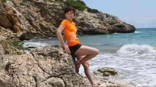 Joycelina enseñando su cuerpo  en la p...photo 1