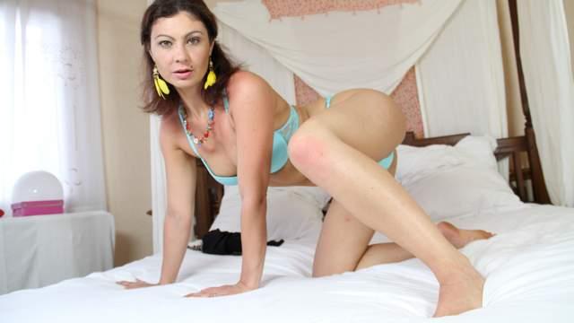 Julia Gomez Photo 4