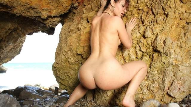 Julia Gomez Photo 3
