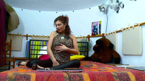 Julia Gomez webcam bed photo 1