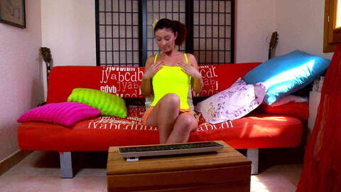 Julia Gomez webcam sofa photo 1