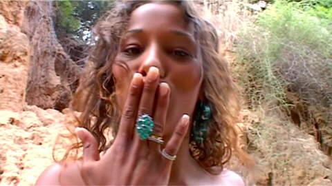 Karla Sanchez desnudandose  en un bosq...photo 4