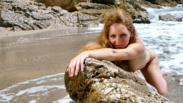 Lena Harrys Photo 3