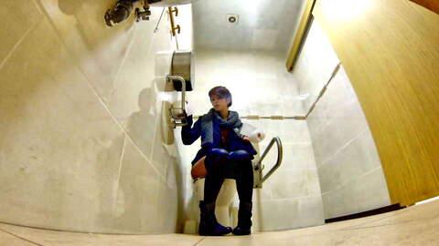 Camera ocultada en el baño de un bar. ...photo 1