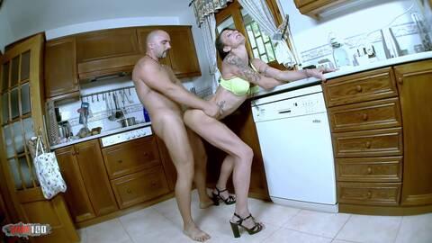Milf follada poniendo el lavavajillas ...photo 2