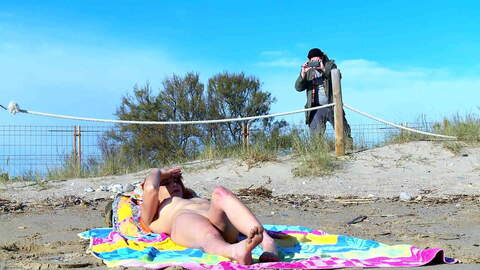 Sexo y pipi a la playa photo 1