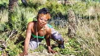 Naomi Lionness desnudandose   photo 3