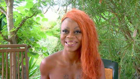 Entrevista sexy con Naomi Lionness  photo 1