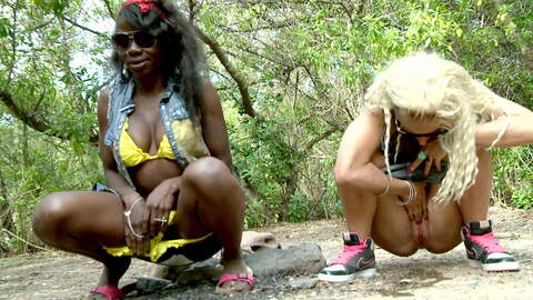 Naomi Lionness haciendo un strip   photo 4