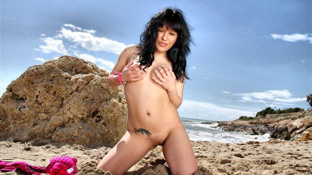 Raquel Love Photo 1