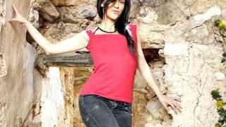 Samia Duarte posando  en una casa aban...photo 1