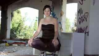 Shalimare posando  delante de una bell...photo 3