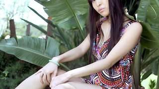 Sharon Lee desnudandose  en plena natu...photo 3
