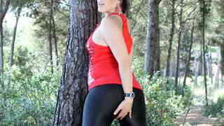 Erika Wolf desnudandose  en el bosque photo 1