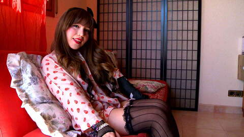 Mitsuki Sweet webcam sofa photo 1