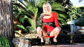 Stefani Tarrago desnudandose  en plena...photo 1