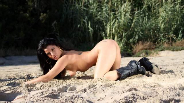 Yesenia Rock Photo 3